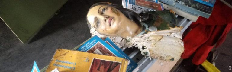 Incendie et vandalisme : la tragédie sans fin de deux vieilles églises de Santiago